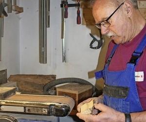 Hubert Zorn in seiner Werkstatt